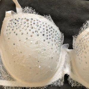 Victoria's Secret Intimates & Sleepwear - NEW Victoria's Secret Fashion Show Bra